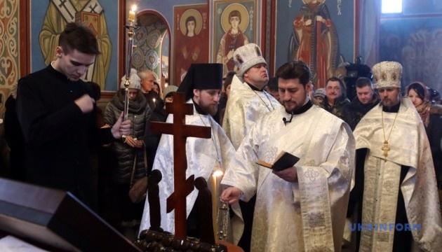 """У Михайлівському соборі проходить панахида за загиблими """"кіборгами"""""""