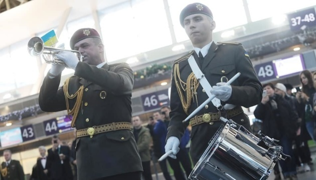Ukrainian 'cyborgs' commemorated in seven airports. Photos