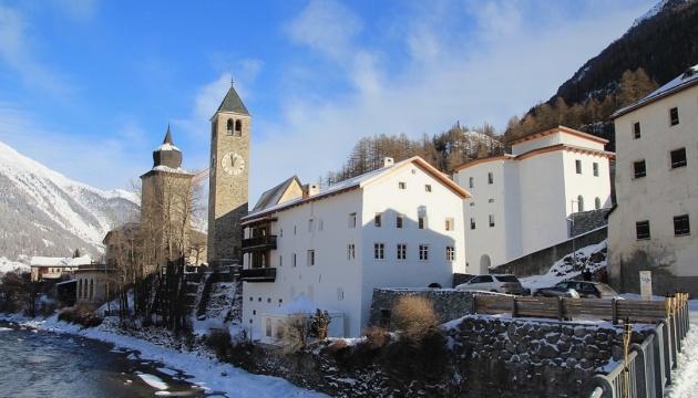 Польська мільярдерка підірвала скелю у Швейцарії заради мистецтва
