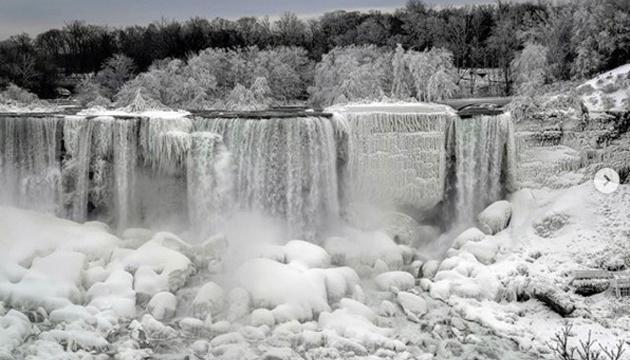 На Ніагарському водоспаді утворилося крижане королівство