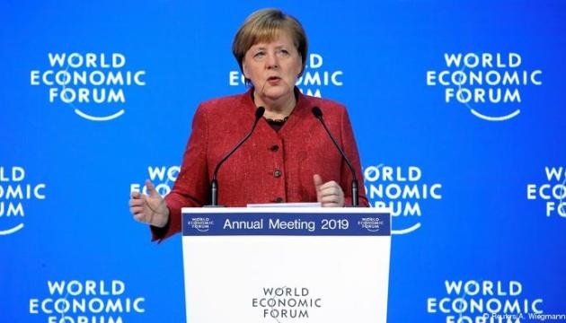 Меркель у Давосі застерегла від повторення банківської кризи