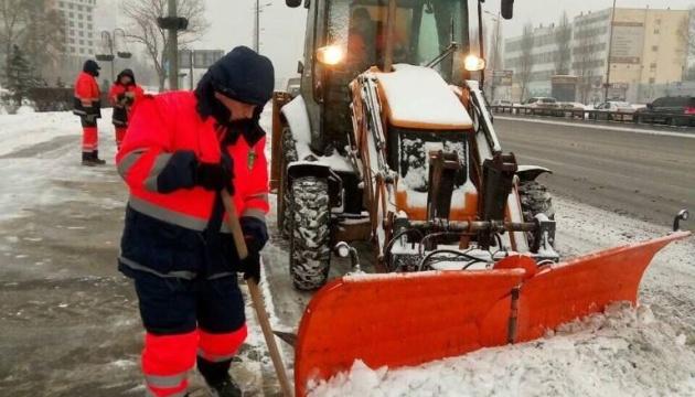 Київ від снігу чистять цілодобово