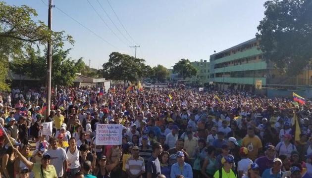Сотні тисяч венесуельців вийшли на акції проти Мадуро