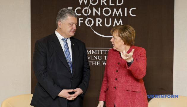 ポロシェンコ大統領、メルケル独首相とアゾフ海情勢やロシアの選挙介入問題を協議