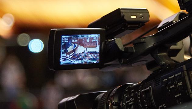 ロシア国営テレビの記者、欧州評議会議員総会でウクライナ議員に対し挑発的行動