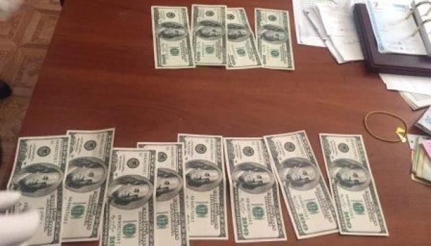 Поліція затримала офіцера на хабарі у $3 тисячі