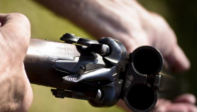 В России ученик устроил стрельбу из ружья возле школы