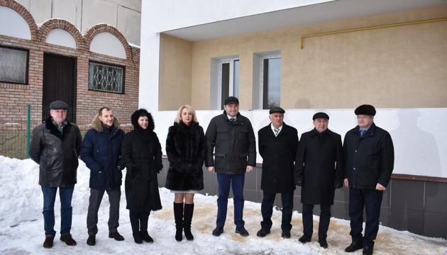 Викладачі-переселенці Луганського вишу отримали житло, придбане за кошти області
