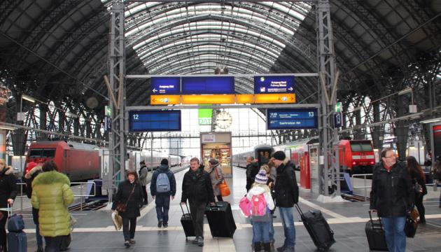 Через загрозу мінування поїзда у Німеччині евакуювали 500 пасажирів