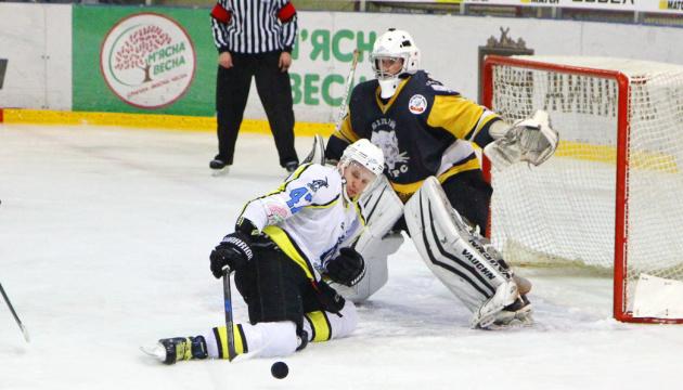 Хокей: лідер чемпіонату України