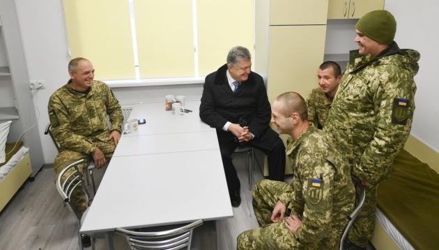 Порошенко завітав до військових 72-ї бригади у новий гуртожиток