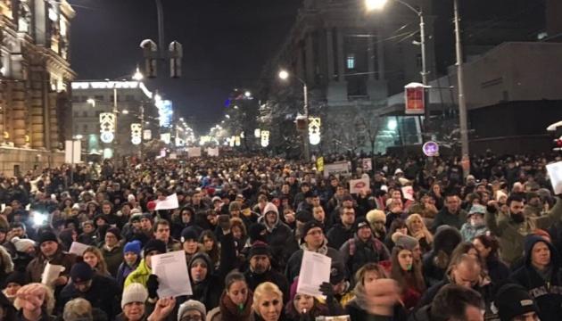 Десятки тисяч сербів вимагають відставки президента та уряду