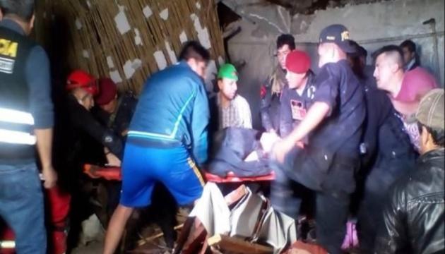 У Перу дощі розмили стіну готелю - під завалами загинули 13 осіб