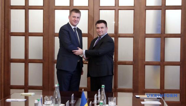 Украина и Чехия создадут площадку противодействия версиям истории от РФ — Климкин