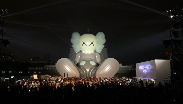 На Тайвані з'явилась 36-метрова сидяча скульптура