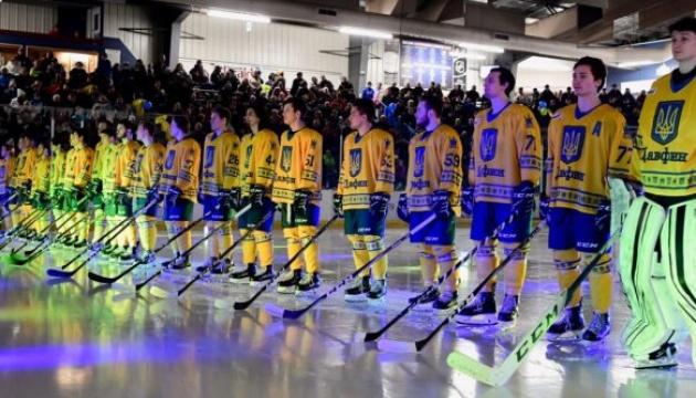Канадські хокеїсти вийшли на лід в синьо-жовтих сорочках з тризубами