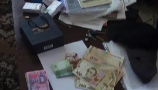 СБУ спіймала на хабарі керівника виправної колонії на Донеччині