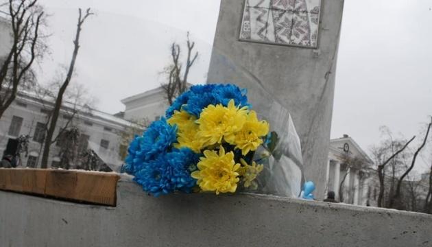 Память Героев Крут почтили возле самого высокого в Украине флага