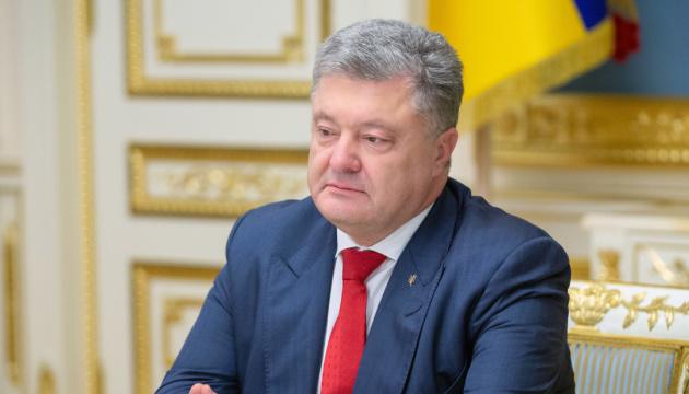 大統領、露が拘束するスシチェンコ記者とバールフ活動家の誕生日にメッセージ発表