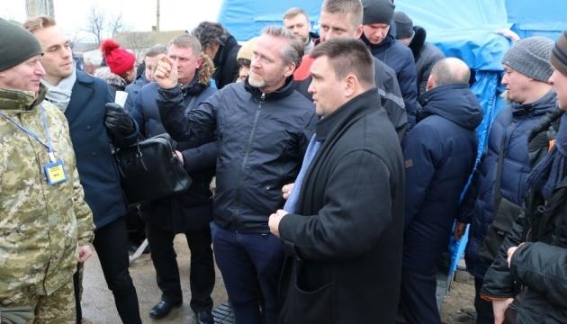 """Ministrowie spraw zagranicznych Ukrainy, Danii i Czech odwiedzili punkt kontroli """"Hnutowe"""""""