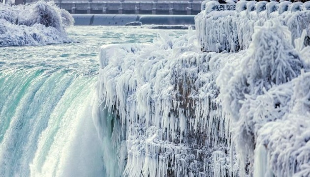 Через суворі морози у США скасували понад три тисячі авіарейсів