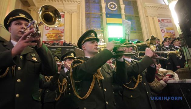 Марш нової армії - у виконанні військового оркестру