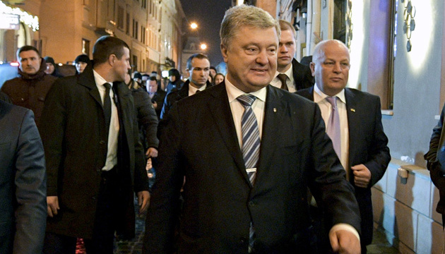 Poroshenko presenta documentos para registrarse como candidato presidencial