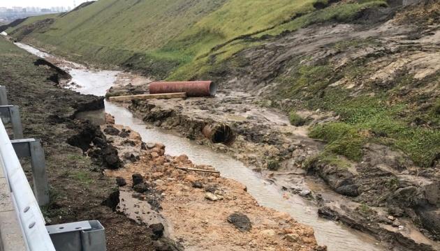 Baufehler: Zufahrtsstraße zur Krim-Brücke rutsch ab - Fotos