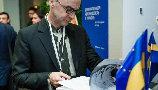 До квітня 2020 року  в Україні модернізують або створять 600 ЦНАПів