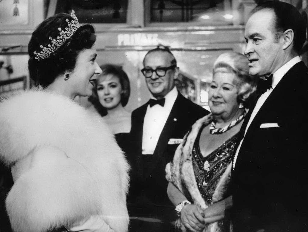 Королева Єлізавета II та Софі Такер