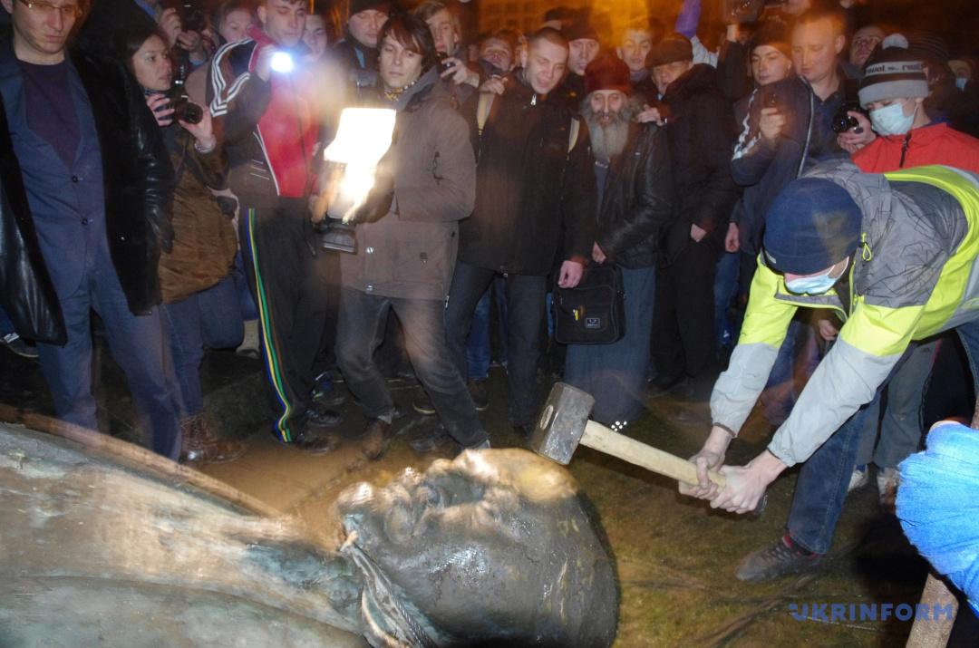 Пам'ятник Леніну зруйнували в Полтаві