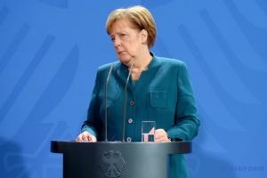 Merkel invita a Zelensky a visitar Berlín