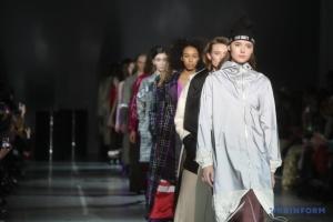 Ukrainian fashion week: Anatomie, papillons et rock and roll