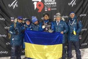 Le skieur freestyle ukrainien Abramenko décroche la médaille d'argent au Championnat du monde (vidéo)