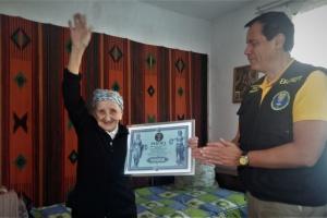 Rekord: 93-jährige Oma macht den Spagat - Video