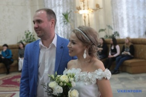 """Valentinstag: In Kyjiw startet """"Hochzeitsmarathon"""" - Fotos"""