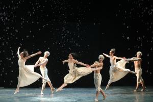 Смех и слезы в движениях – в Киеве показали постановки знаменитого хореографа