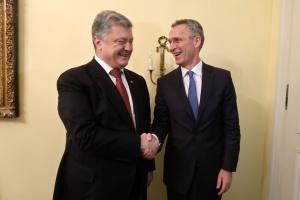Порошенко обсудил со Столтенбергом сотрудничество Украина-НАТО
