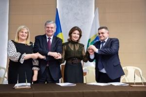 Марина Порошенко и председатель Киевской ОГА подписали Хартию об образовании
