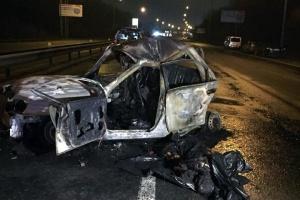 """Смертельна ДТП у Києві: BMW протаранив паркан і """"підпалив"""" Lanos"""