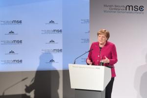 Україна має залишатися країною-транзитером газу - Меркель