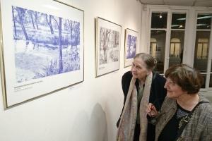 В Париже открылась выставка рисунков Сущенко