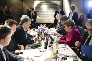 Poroshenko, Merkel discuss ways to counter Russia's aggression against Ukraine