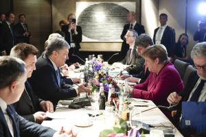 """Poroszenko uzgodnił z Merkel wprowadzenie """"azowskich sankcji"""""""