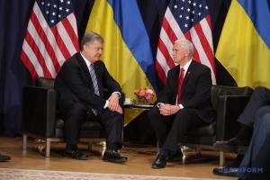 Порошенко обговорив із Пенсом відповідь на агресію РФ