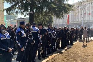 В Албании на улицы вышли тысячи протестующих - требуют отставки премьера
