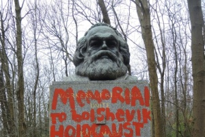 """""""Архитектор геноцида и террора"""": в Лондоне осквернили могилу Маркса"""