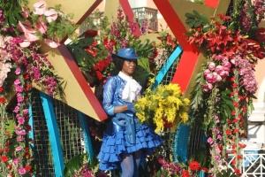 Традиционный карнавал в Ницце начался цветочной битвой