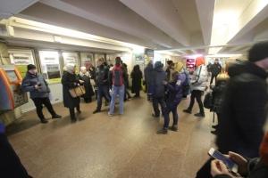 У столичному метро пояснили, звідки черги