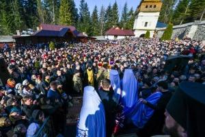 Epiphanius, Poroshenko bring tomos to Manyava Skete monastery